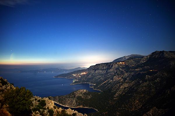 gece kabak koyu ve ege denizi manzarası